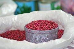 Czerwone pikantność w torbie dla sprzedaży przy miejscowym wprowadzać na rynek w Tajlandia zdjęcia stock