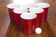 Czerwone Piwne Pong filiżanki Obrazy Stock
