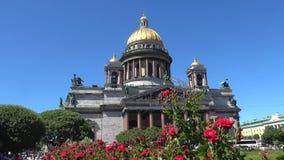 Czerwone róże na tle stara St Isaac katedra petersburg brid?owy okhtinsky ?wi?ty Russia zbiory