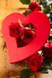 Czerwone róże i serce Zdjęcia Stock