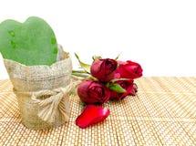 Czerwone róże i Zielony serce Zdjęcia Royalty Free