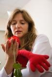czerwone róże kobiecie Fotografia Stock