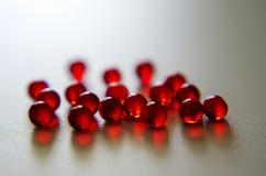 Czerwone round nitrogliceryny pastylki na lekkim tle fotografia stock