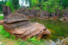 Czerwone skały Zhangjiajie. Zdjęcie Stock