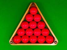 Czerwone snooker piłki w trójboku obraz royalty free