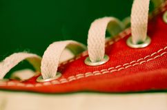 czerwone tenisówki fotografia stock