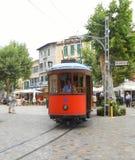 Czerwone tramwaju Wesoło rolki Along zdjęcie royalty free