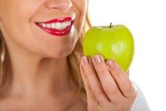 Czerwone wargi & świeży zielony jabłko Obrazy Royalty Free