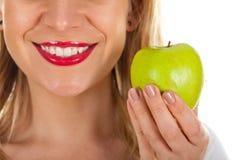 Czerwone wargi & świeży zielony jabłko Obrazy Stock