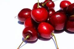 Czerwone wiśnie na białym tle Zdjęcia Royalty Free