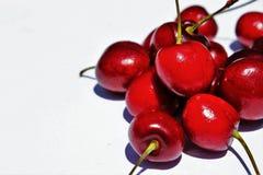 Czerwone wiśnie na białym tle Obraz Royalty Free