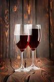 Czerwone wino dwa szkła Obrazy Stock