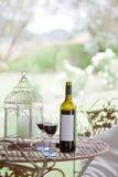 Czerwone wino i szkła Zdjęcia Royalty Free