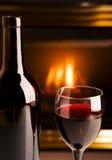 czerwone wino kominka Fotografia Royalty Free