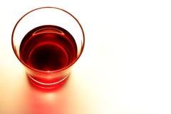Czerwone wino rocznika brzmienia szklany styl na papierowym tle, odgórny widok Fotografia Royalty Free