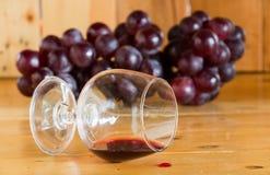 Czerwone wino rozlewający Fotografia Stock
