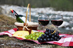 Czerwone wino, ser i winogrona, Obraz Royalty Free