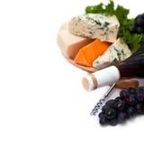 Czerwone wino z Francuskim serowym wyborem Zdjęcie Royalty Free