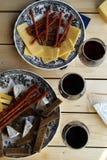 Czerwone wino z przekąskami Obraz Stock