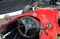 Czerwonego bolidu bieżny samochód z czara Fotografia Stock
