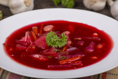 Czerwonego buraka polewka, borscht na stole Obraz Stock