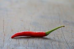 Czerwonego chili pieprz na drewno stole Fotografia Stock
