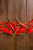 Czerwonego chili pieprze na drewnianym tle Zdjęcia Royalty Free