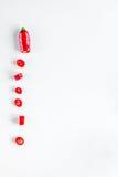 Czerwonego chili pieprzu projekt na bielu stołu tła odgórnego widoku egzaminie próbnym Zdjęcia Royalty Free
