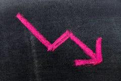 Czerwonego koloru ręki rysunkowa kreda w strzała puszka kształcie zdjęcia stock