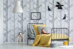Czerwonego lisa zabawka na łóżku Obraz Royalty Free