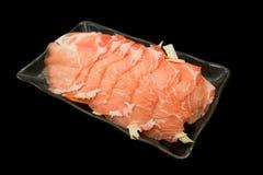 Czerwonego mięsa plasterki na czarnym tle obraz stock