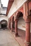 Czerwonego piaskowa łuki wewnętrzny podwórze Agra rewolucjonistki fort Fotografia Royalty Free