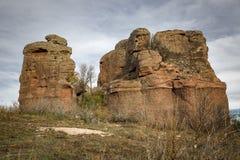 Czerwonego piaskowa monolity obok Chequilla wioski, prowincja Guadalajara, Hiszpania fotografia royalty free
