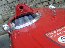 Czerwonego rocznika bieżny samochód fotografia stock