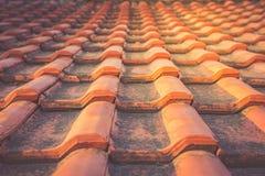 Czerwonego rocznika pleśniowe dachowe płytki zdjęcie royalty free