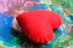 Czerwonego serce talerza wielo- kolor Zdjęcia Royalty Free