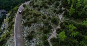 Czerwonego sporta odwracalny samochodowy chodzenie w Amalfi wybrzeżu zbiory