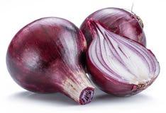 Czerwonej cebuli żarówka i przekrój poprzeczny cebula na białym tle zdjęcia stock