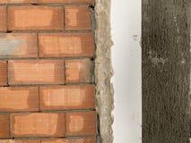Czerwonej ceg?y tekstura Wielka czerwona ?ciana z cegie?, europejski brickwork z naturalnymi defektami, narysy, p?kni?cia, crevic obraz stock