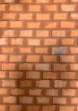 Czerwonej ceg?y tekstura Wielka czerwona ?ciana z cegie?, europejski brickwork z naturalnymi defektami, narysy, p?kni?cia, crevic zdjęcie royalty free