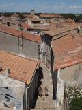 Czerwonej gliny kafelkowi dachy w Provence Zdjęcia Stock