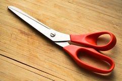 Czerwonej rękojeści metalu ostrzy stalowi nożyce fotografia stock
