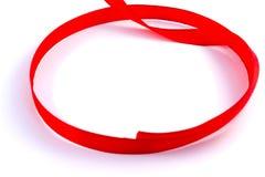 Czerwonej taśmy pętli bielu tło Zdjęcia Royalty Free
