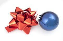 czerwoni łęków błękitny boże narodzenia Fotografia Royalty Free