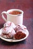 Czerwoni aksamitni crinkle ciastka Obraz Royalty Free