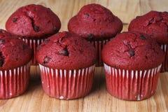 Czerwoni Aksamitni Muffins Zdjęcia Stock