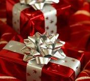 czerwoni Boże Narodzenie prezenty Obrazy Stock