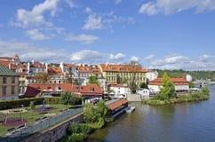 Czerwoni dachy Praga miasto zdjęcie stock