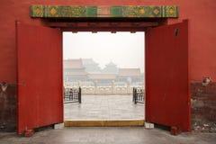 Czerwoni drzwi w Pekin pałac obrazy royalty free