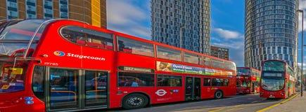 Czerwoni dwoiści deckers w środkowej autobusowej przerwie Stratford Obrazy Stock